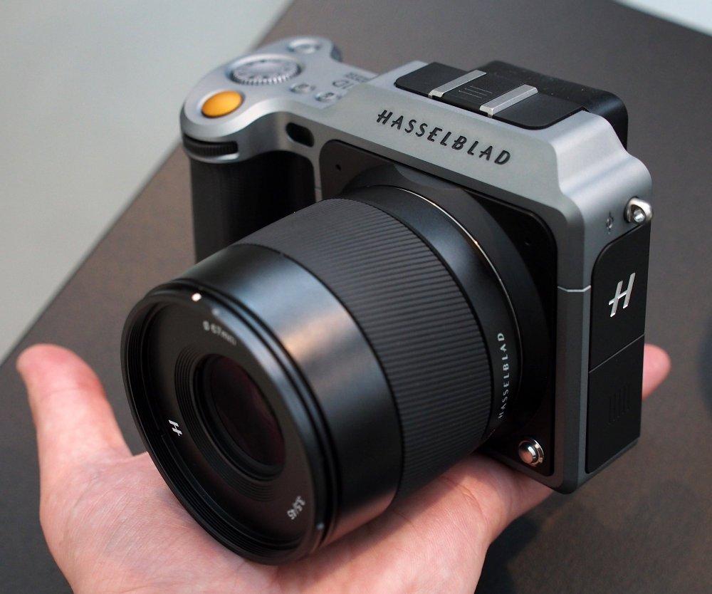 1000-Hasselblad-X1D-In-Hand-3_1466611956.jpg