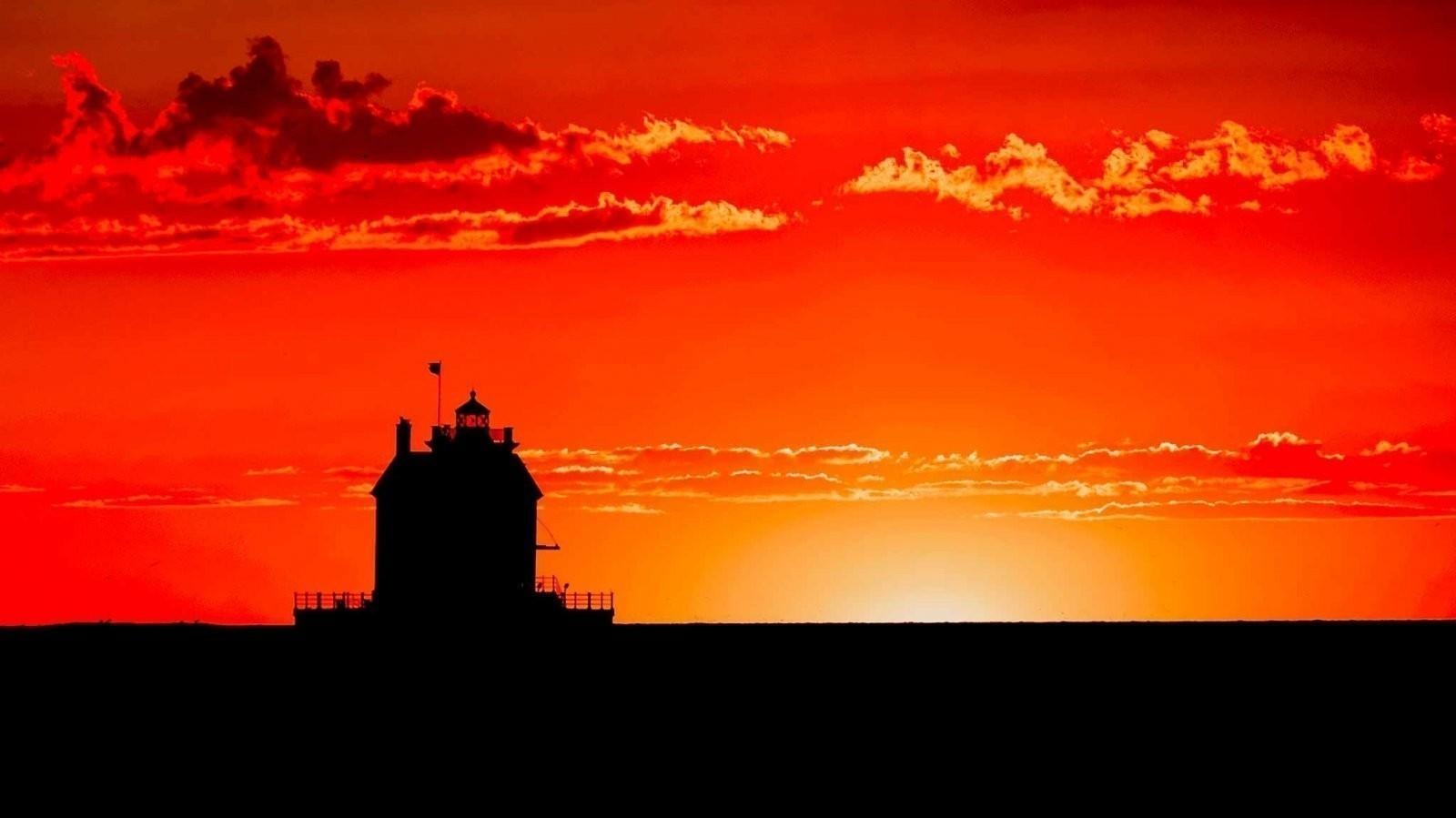 20150803_204403 - 0019 - Lorain Lighthouse Sunset.jpg