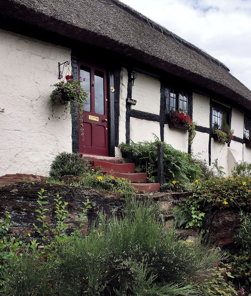 Burton_Thatched_Cottage_2.jpg
