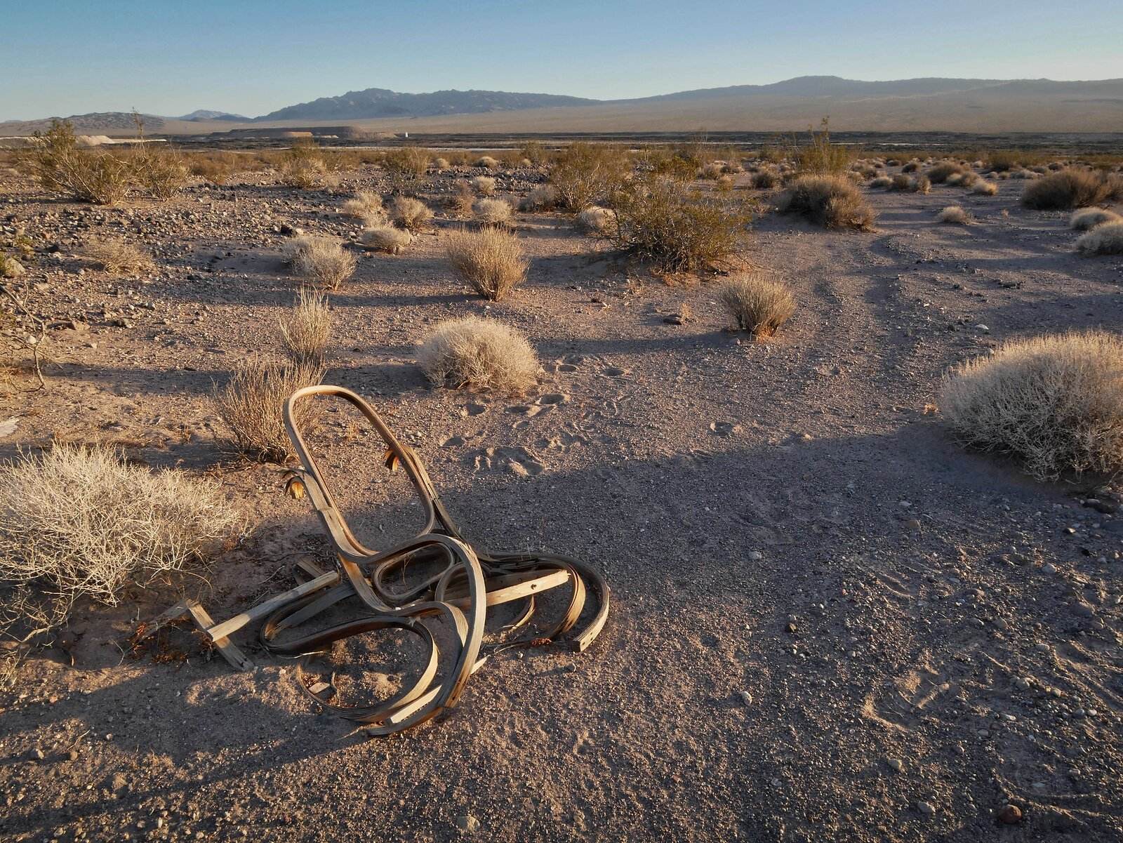 chair_desert_PanGX85_14mm_2018.jpg