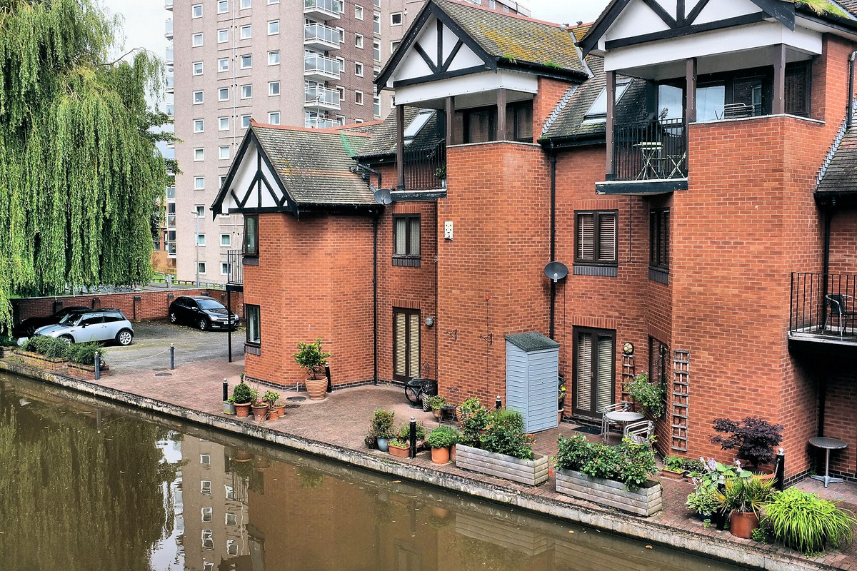 Chester_Canal_Houses_.jpg