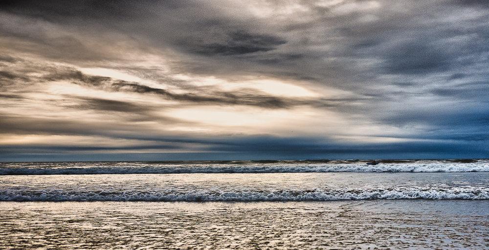 Dusk_Surfer-.jpg