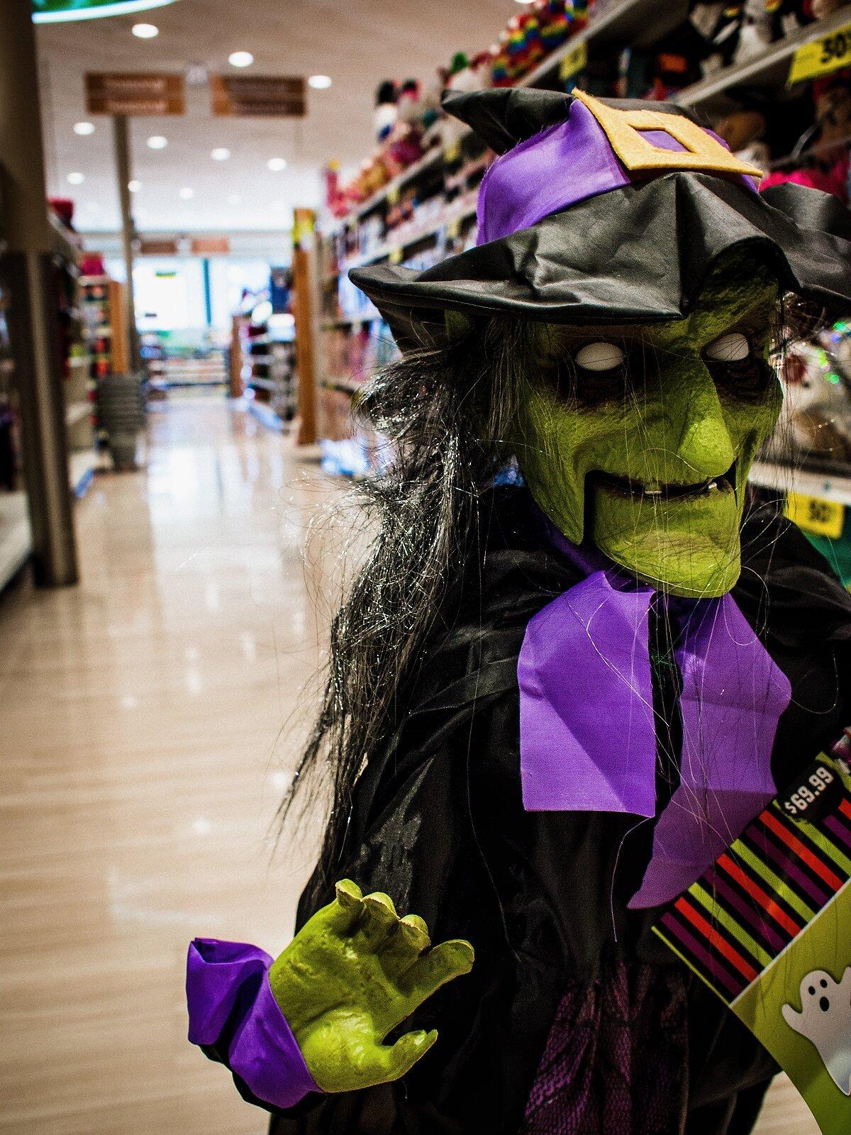 EP3_Nov4_Pharmacy_Witch(Streetlux).jpg