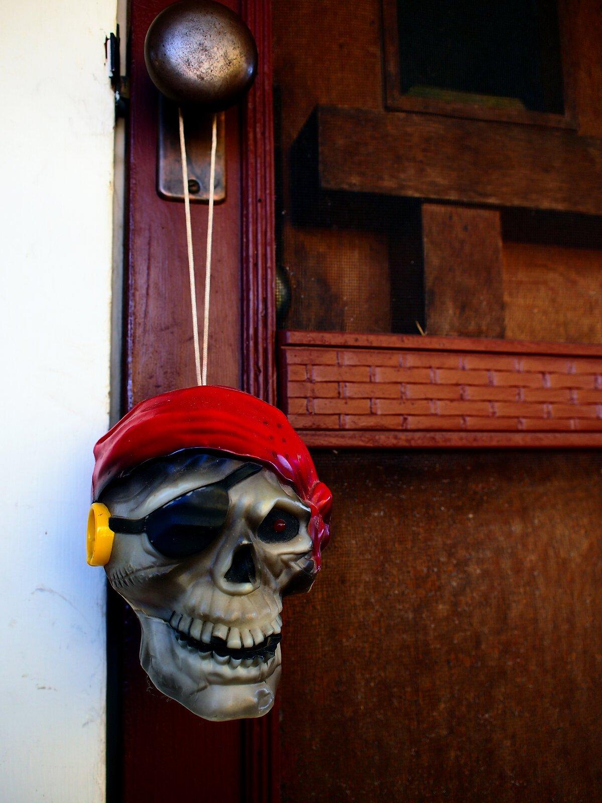 EP3_Oct31_Pirate_skull.jpg