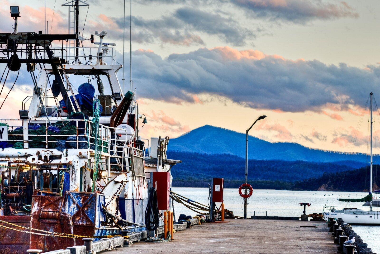 Fishing boat and Mount Imlay – Balawan_s_j.jpg