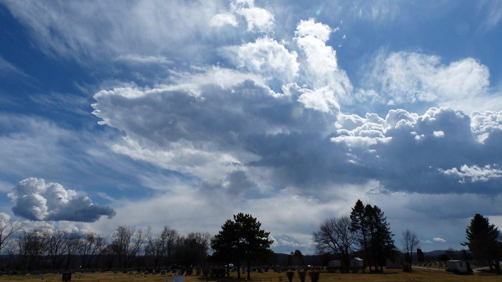 FZ200 Oakwood and St. Mary cemetery skies 024.JPG