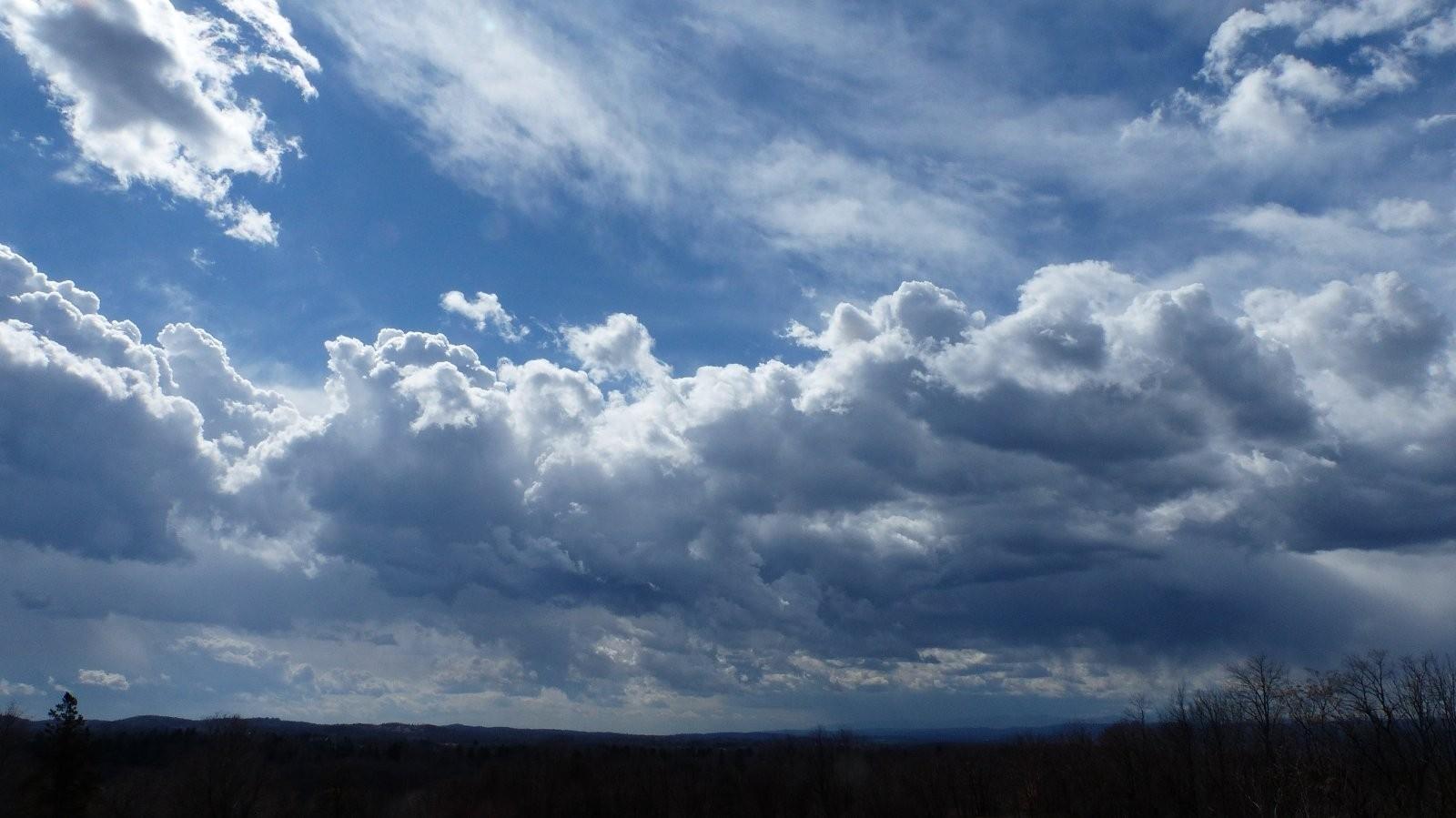 FZ200 Oakwood and St. Mary cemetery skies 031.JPG