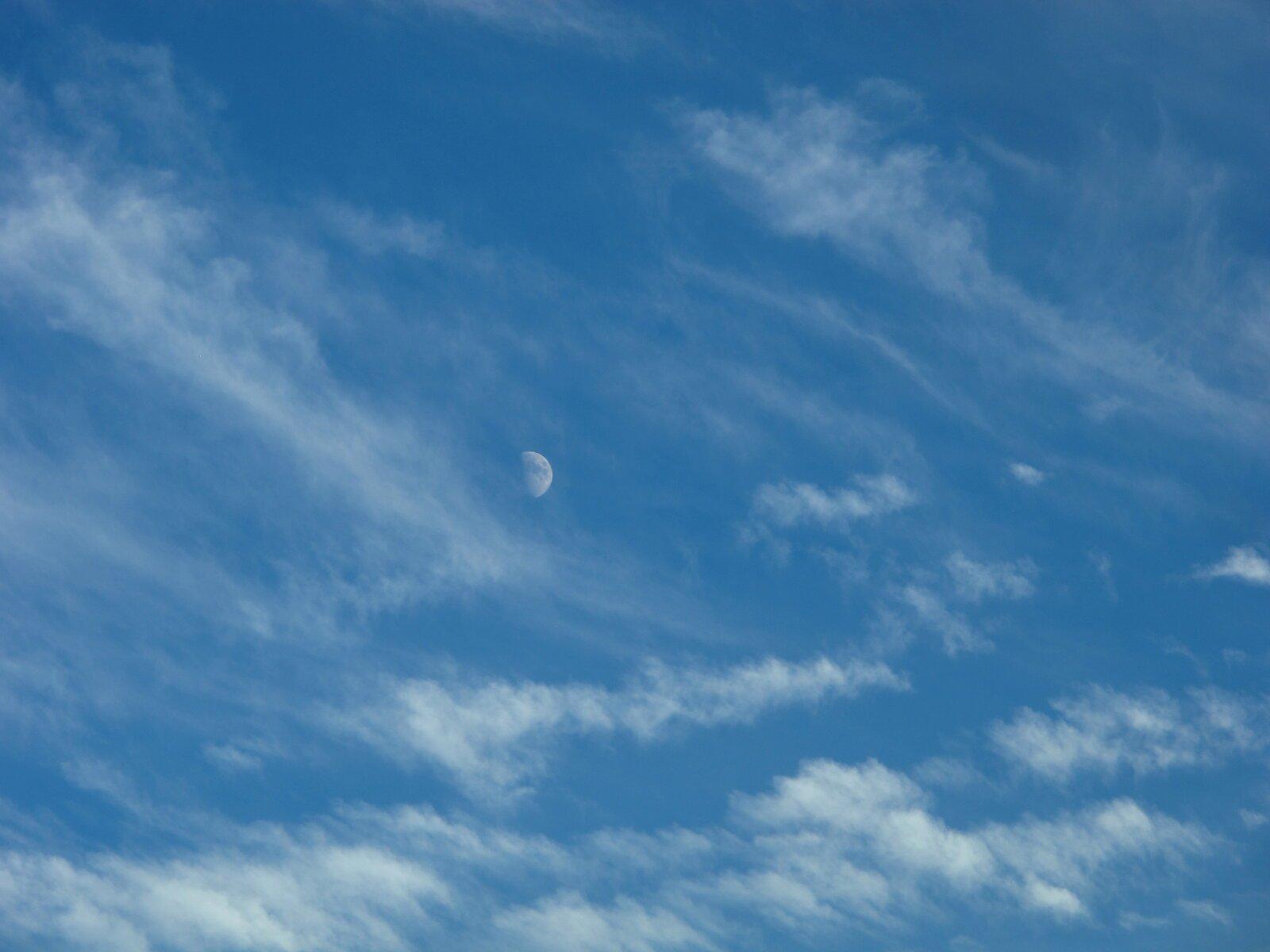 G12 moon in clouds 004.JPG