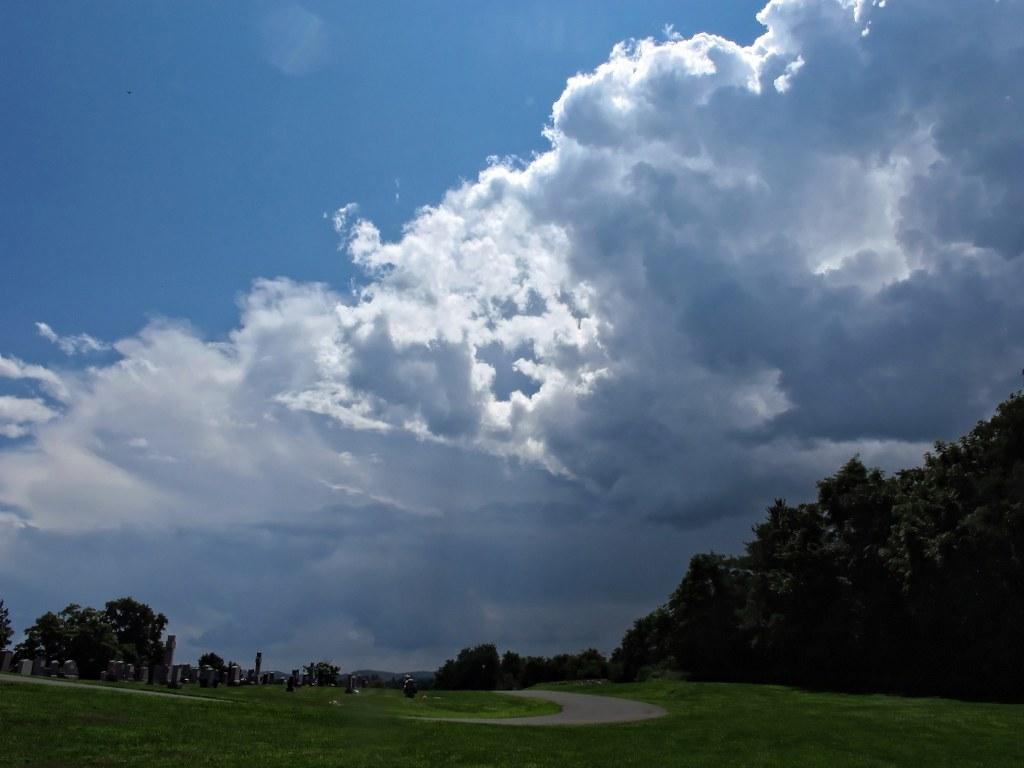 G12_Cemetery_clouds_003_DxO_copy_1024x768.jpg