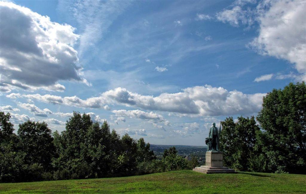 G12_clouds_Oakwood_cemetery_014-002_copy_Medium_.jpg