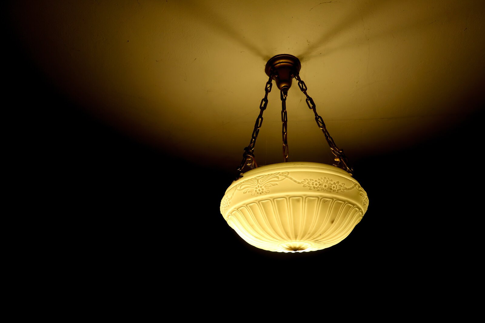 G1x_Nov22_Hanging_light_fixture.jpg