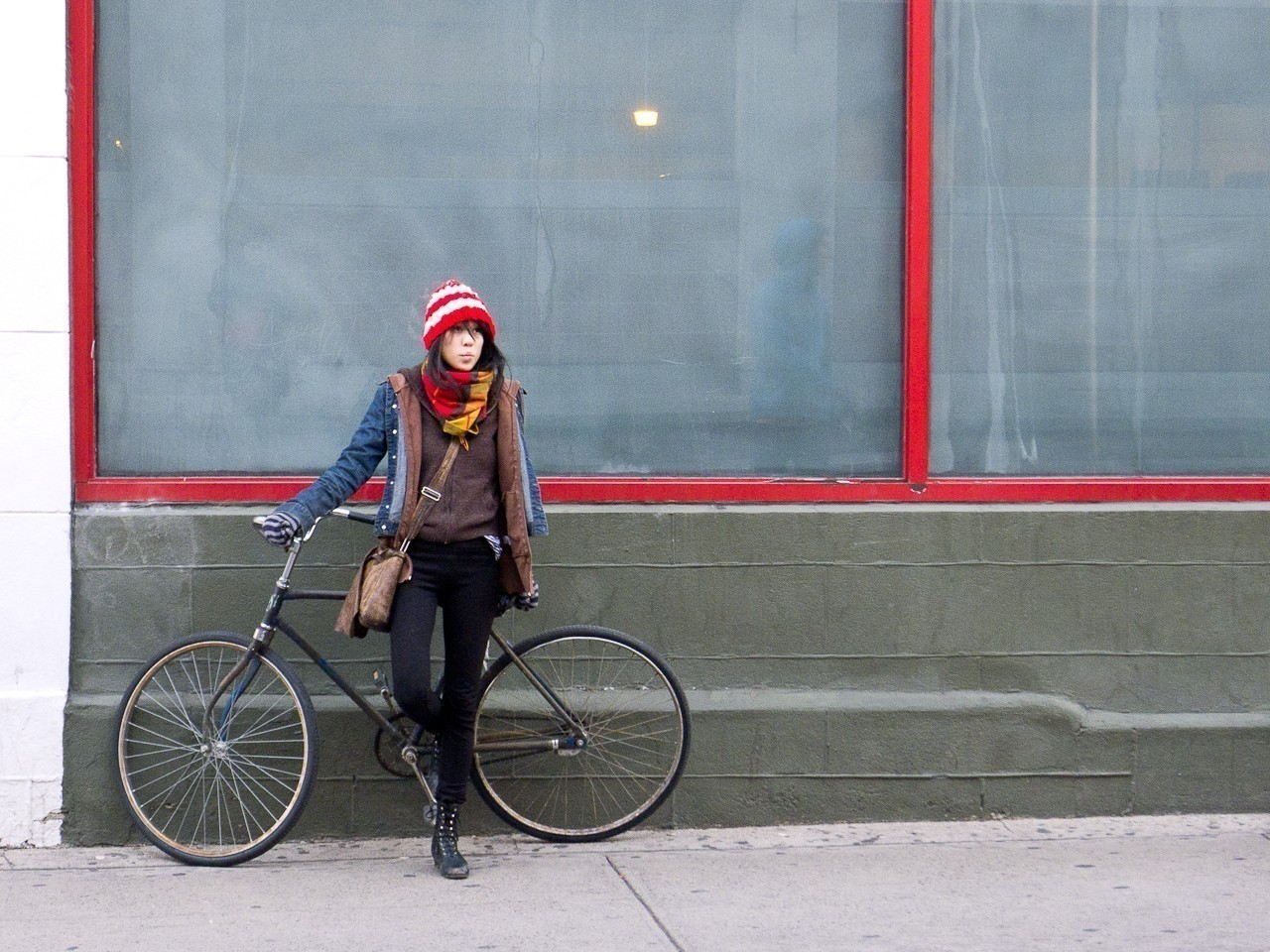 girl_with_bicycle.jpg