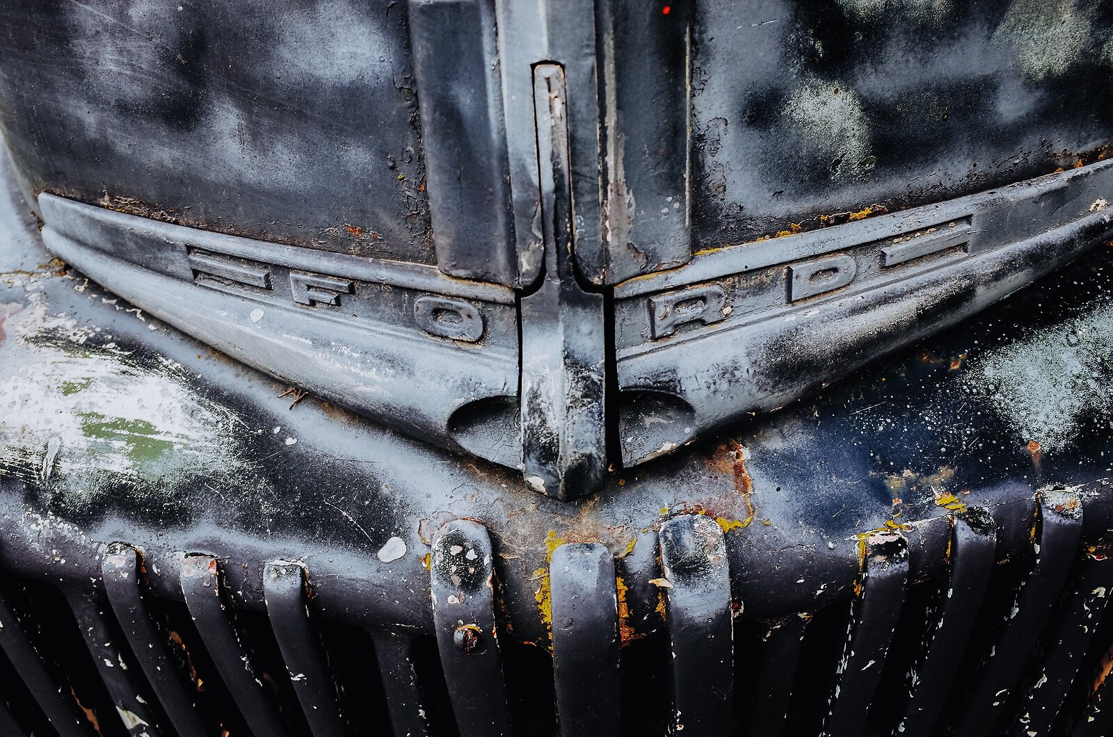 GRII_May5_Ancient_Ford_pickup_Grill.jpg