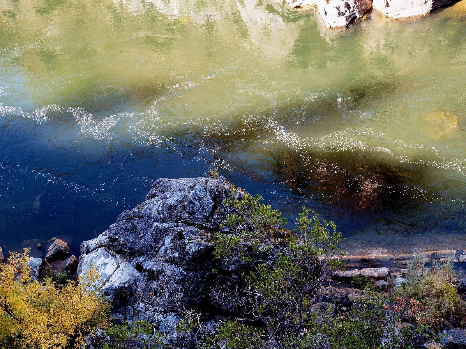 GX8_Oct19_Rogue_River#17(Rocks+River).jpg
