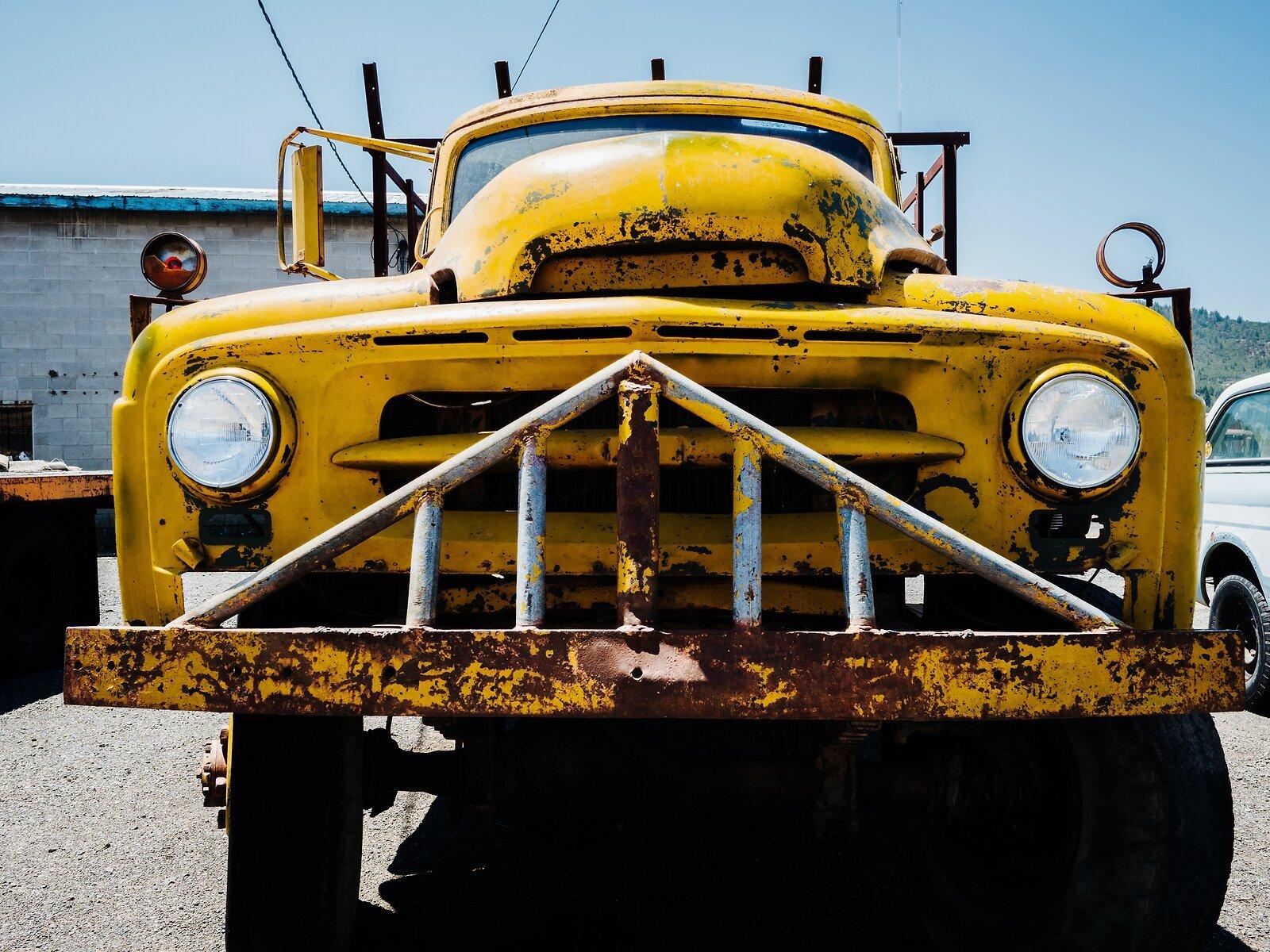 GX9_July6_21_yellow_truck_grill.jpg