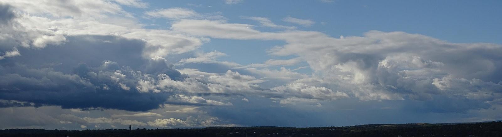 HX400V Oakwood skies 056_stitch.jpg