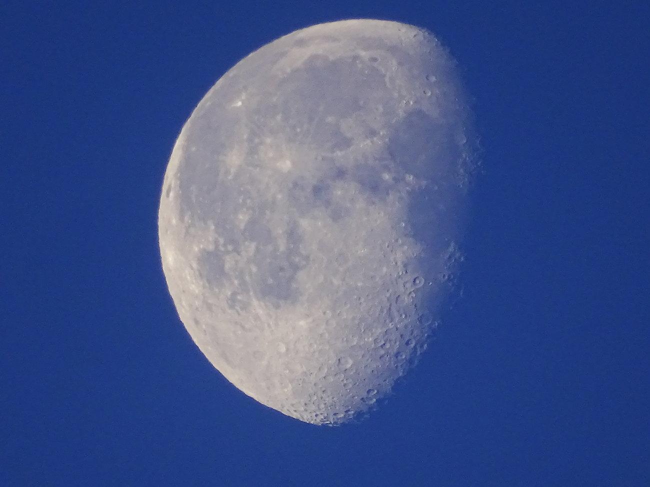 HX400V silvery moon 006.JPG