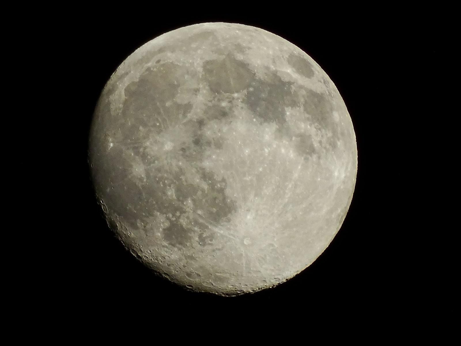 HX400V skies lillies moon 029.JPG