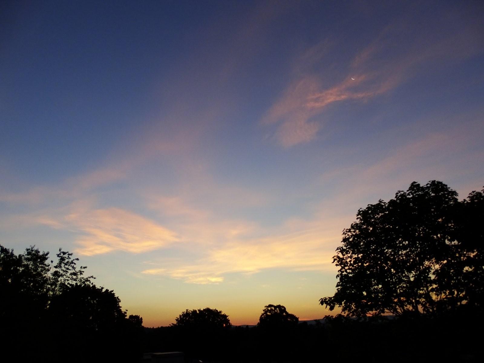 HX400V sunrise St Marys cemetery 023.JPG