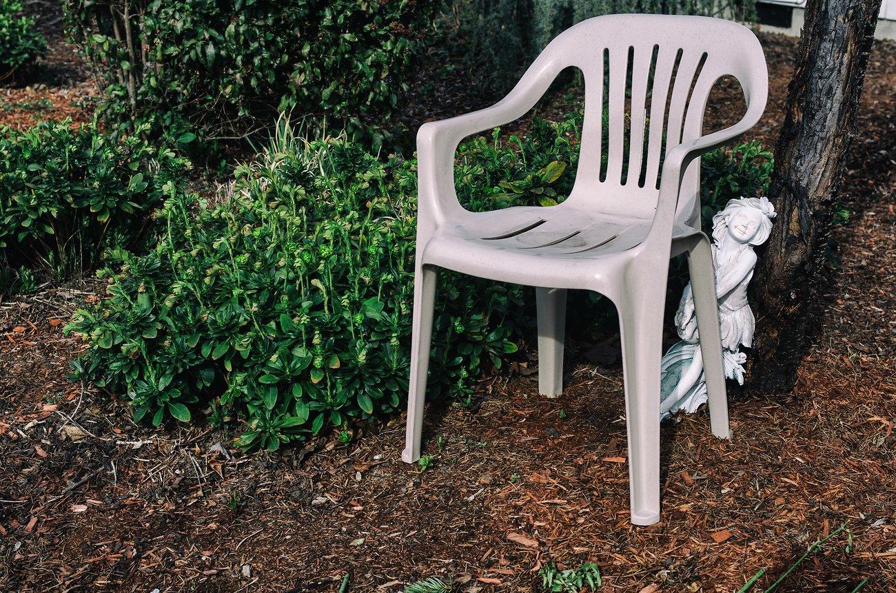 K01_GardenChair+Statue_AnalEfexPro.jpg