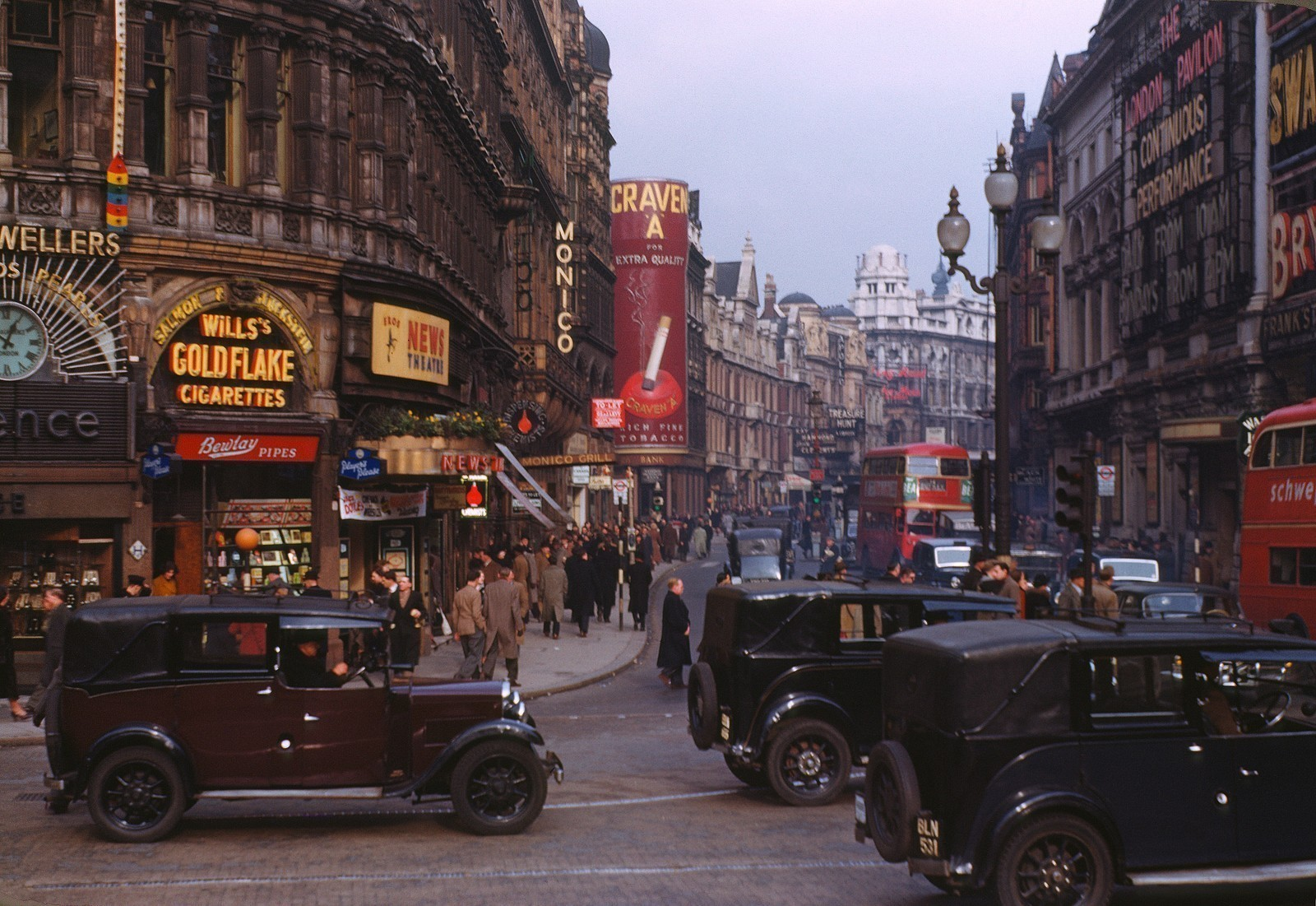 London_%2C_Kodachrome_by_Chalmers_Butterfield_edit.jpg
