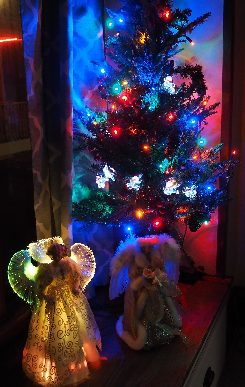 M1 sunset rt 20 Christmas decorations 011-001.JPG