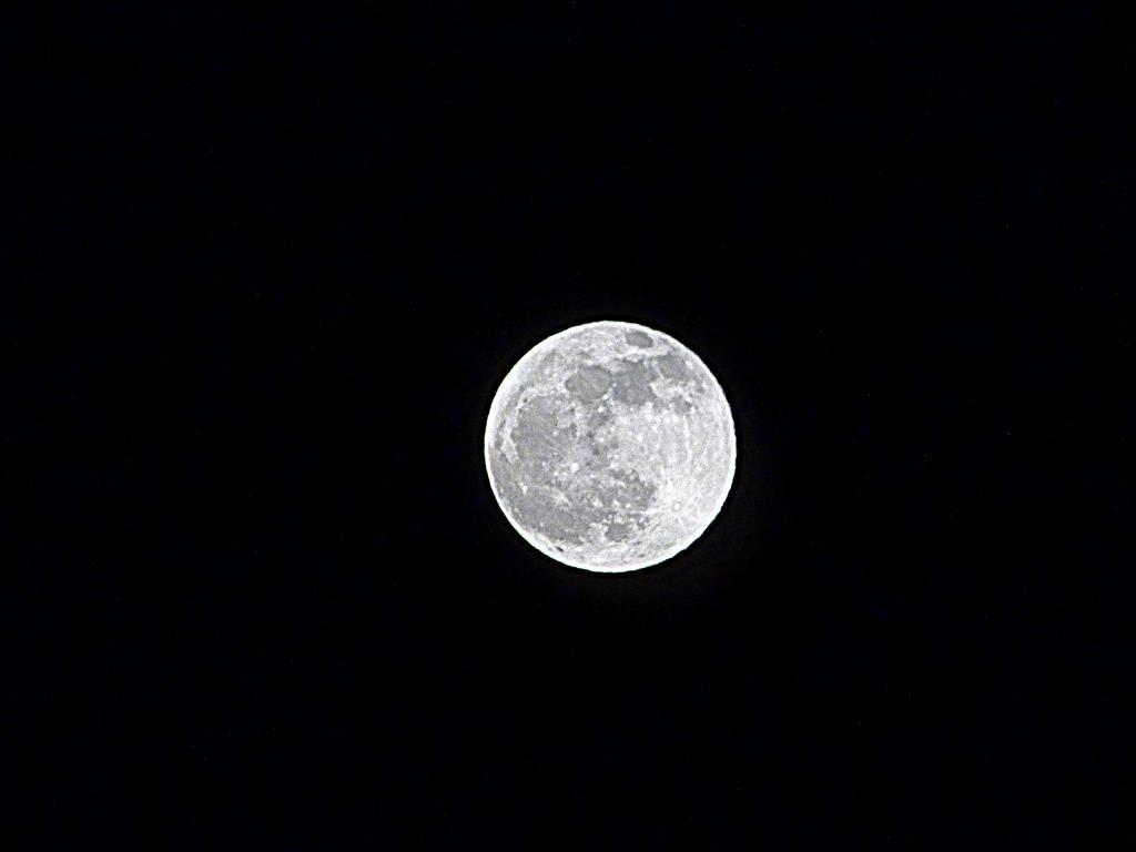 Moon_005-001_Medium_.JPG