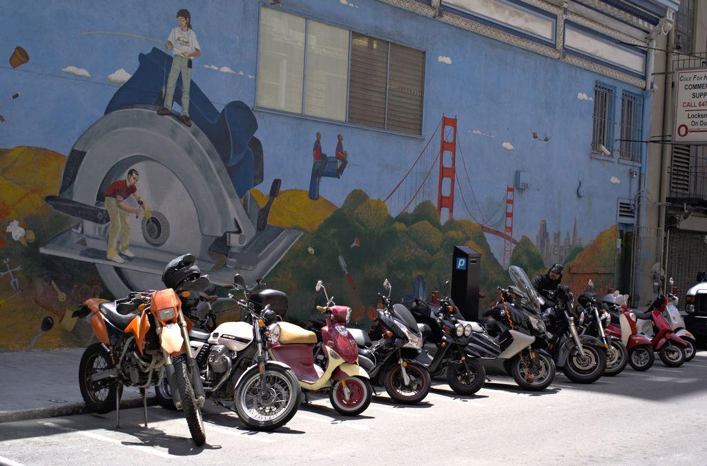 Mural_scooters_DSC2198_lzn.jpg