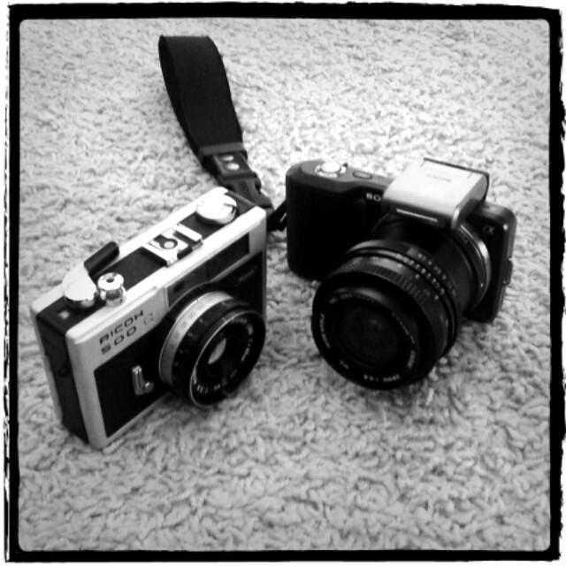 NEX3_VIVITAR_KOMINE_28mm_f2_8_and_RICOH_500G.jpg
