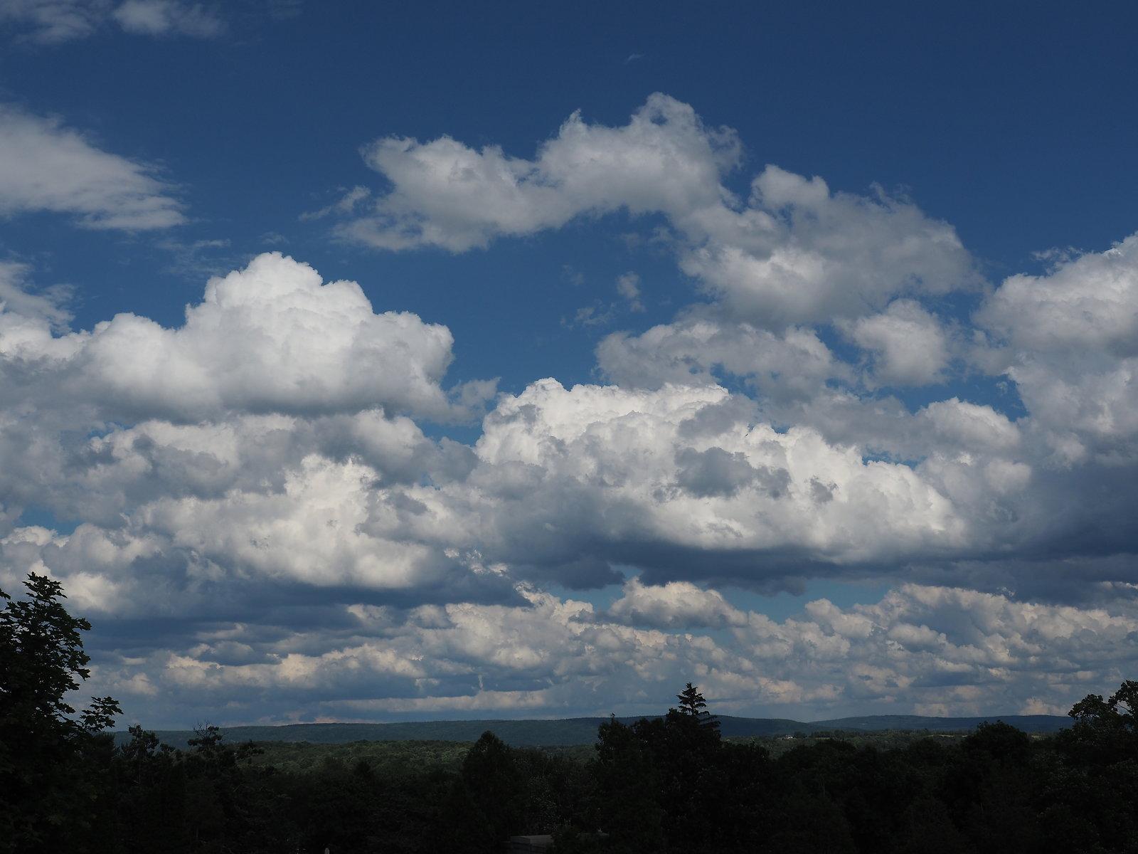 OMD EM5 2 clouds 002.JPG