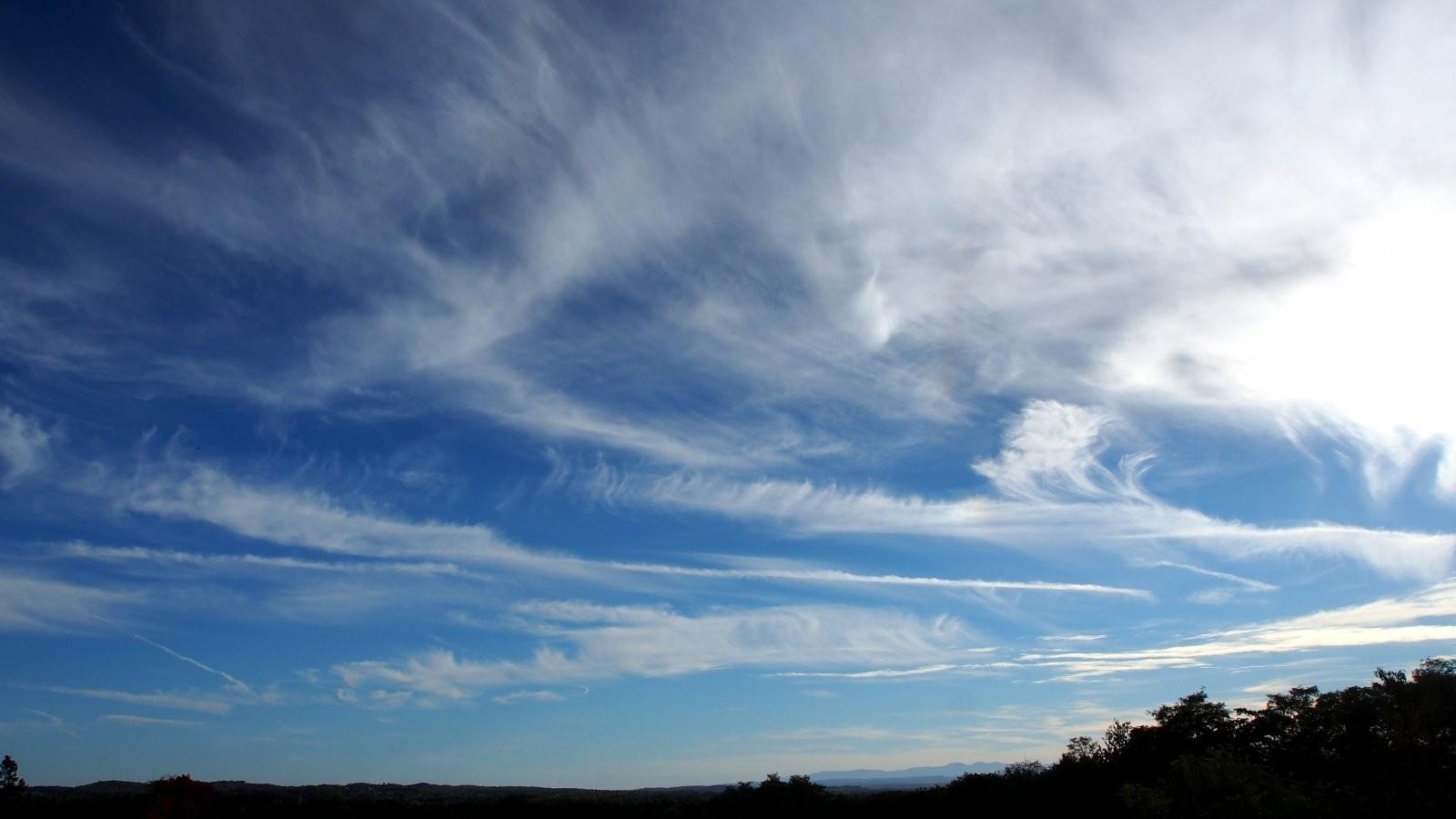 OMD high wispy clouds 003-001.JPG