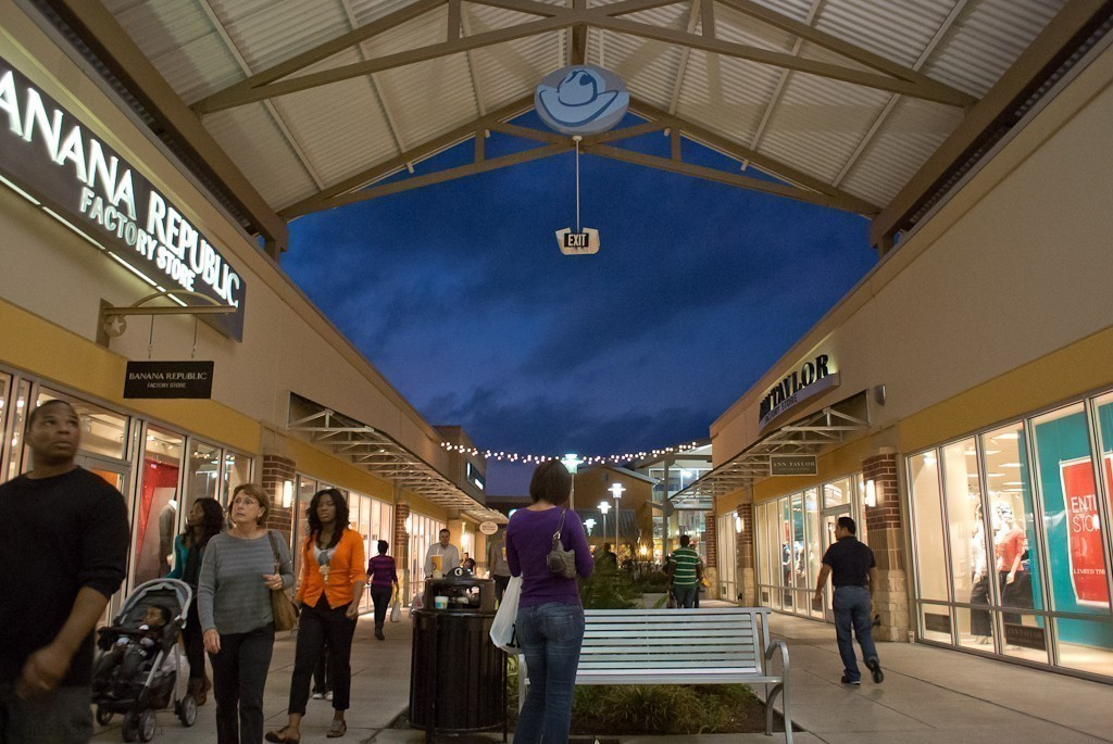 Outlet_Mall_1.jpg