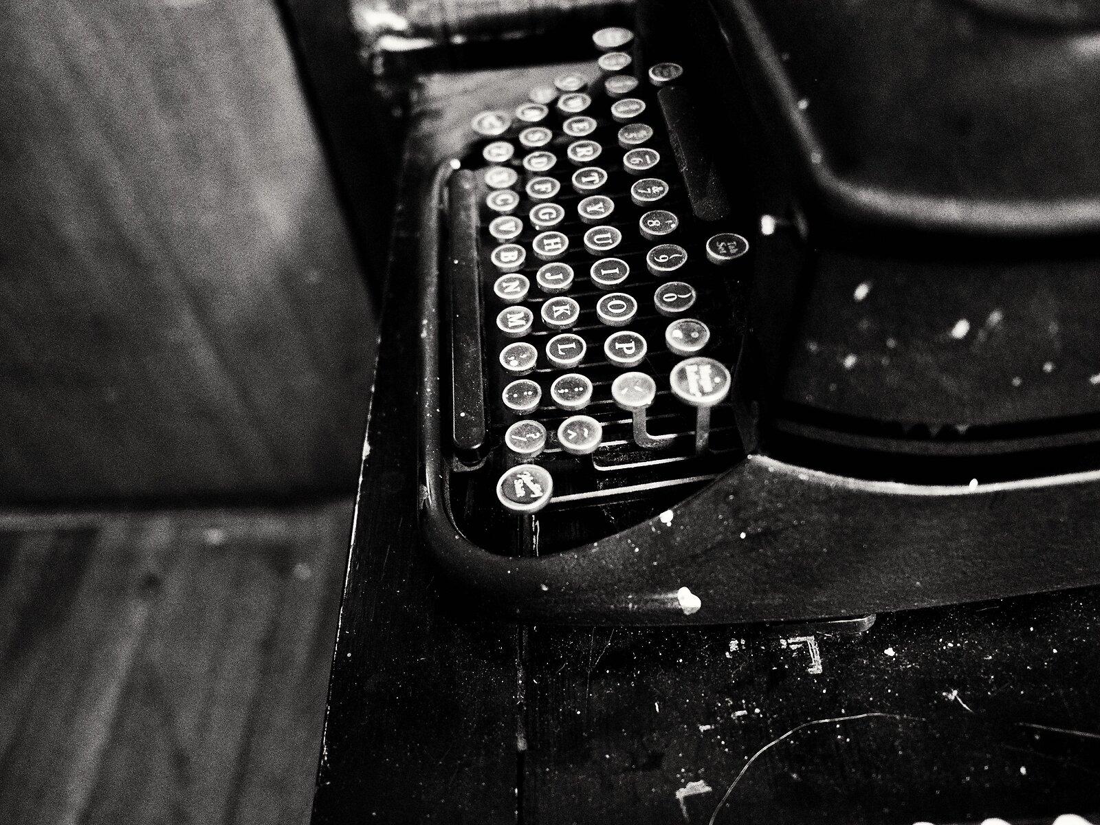 PenF_Jan24_21_mono_Smith-Corona_keyboard.jpg