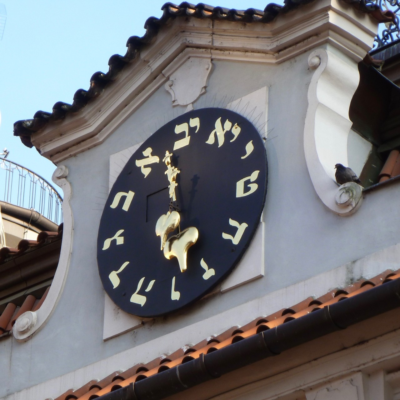 Prague Hebrew clock - Counterclockwise rotation.jpg
