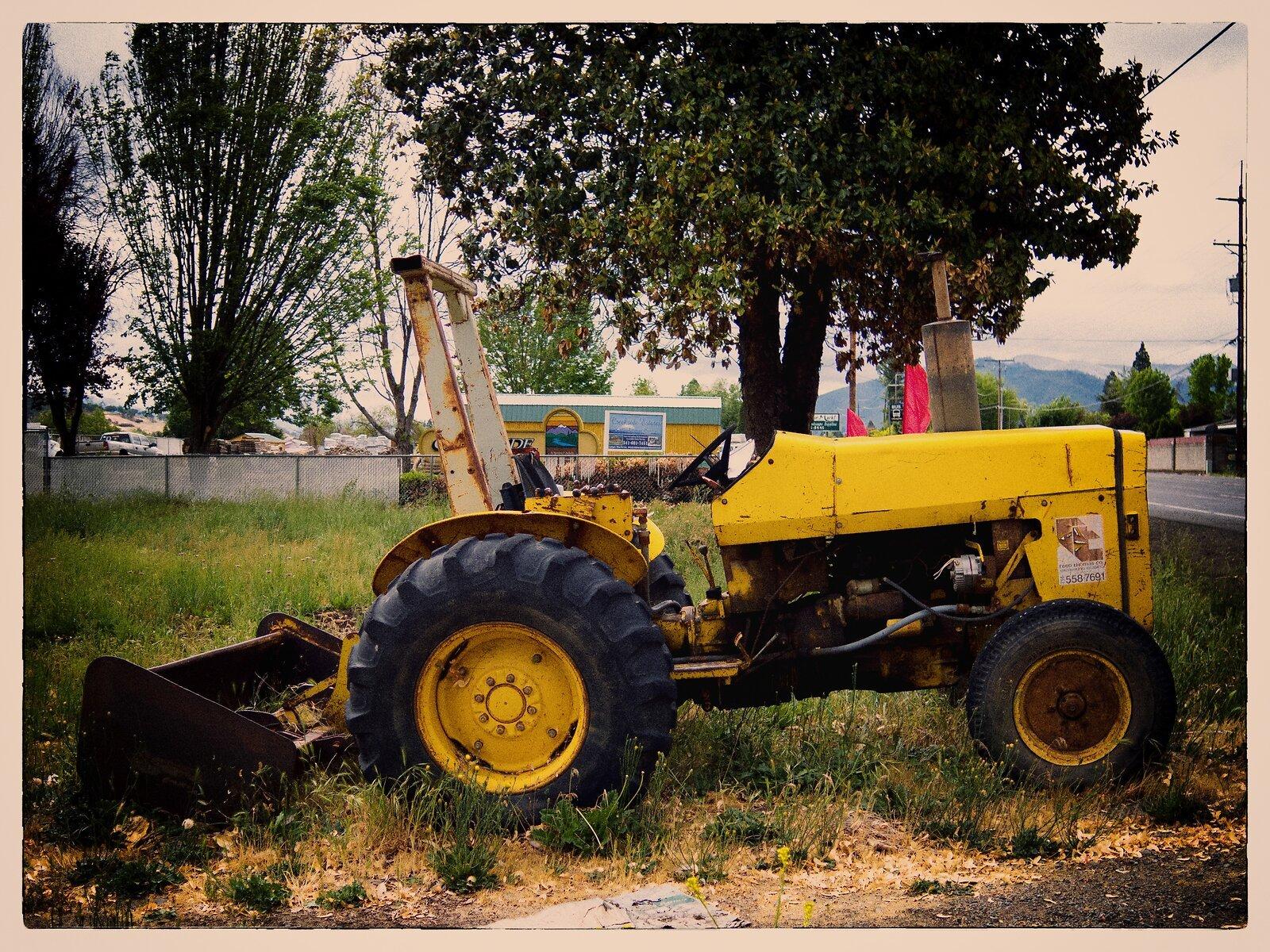 Q7_May20_21_tractor(color.efex).jpg