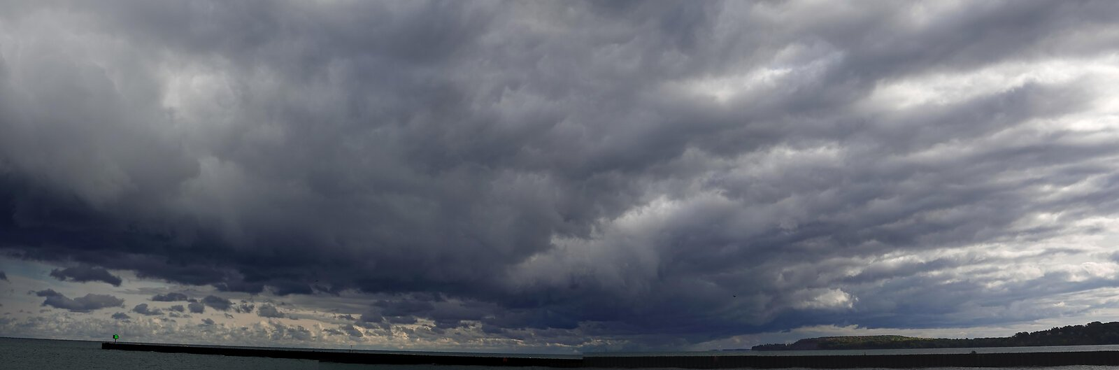 RX10 Lake Ontario Chimney Bluffs 058_stitch.jpg