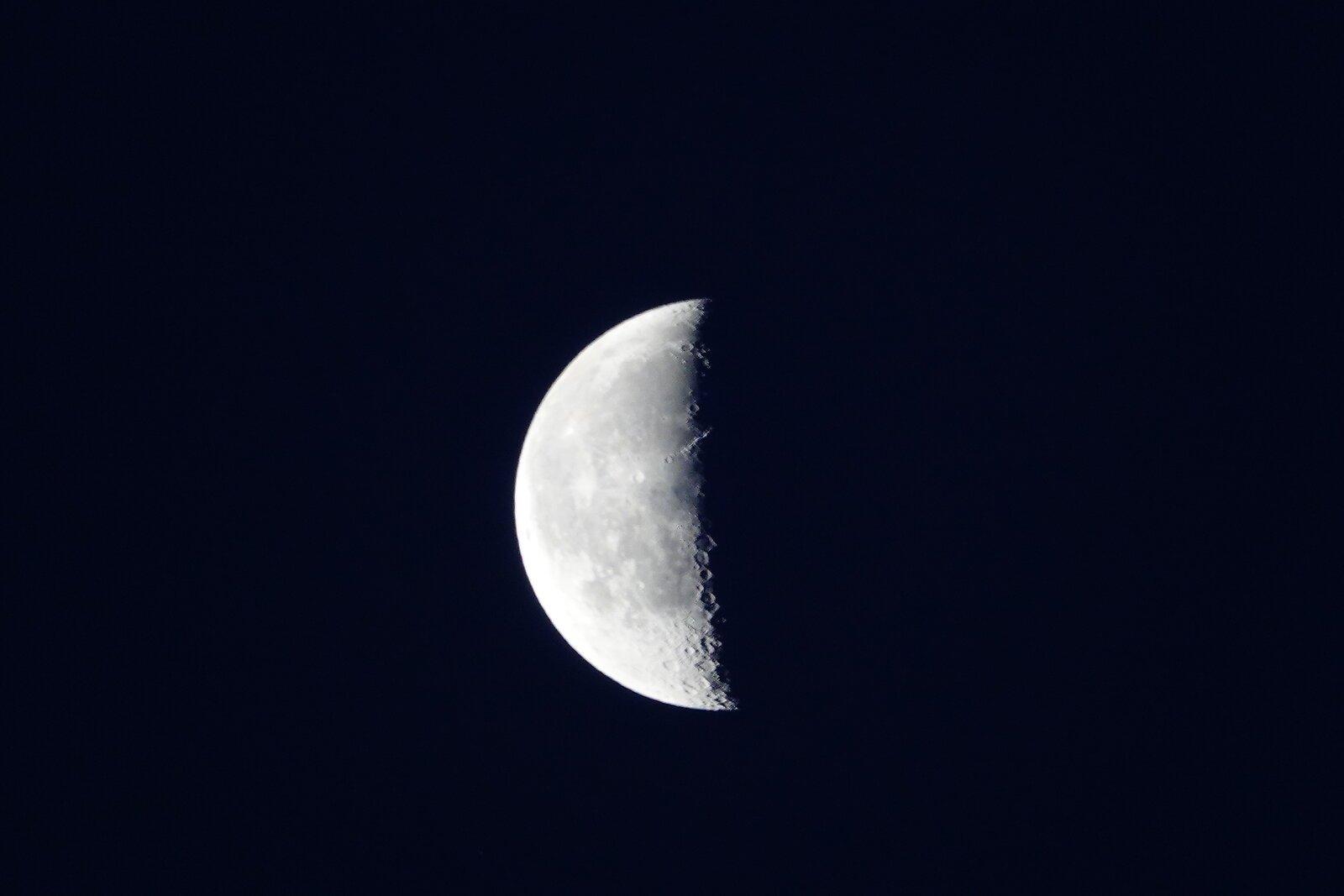 RX10 Moon 001.JPG