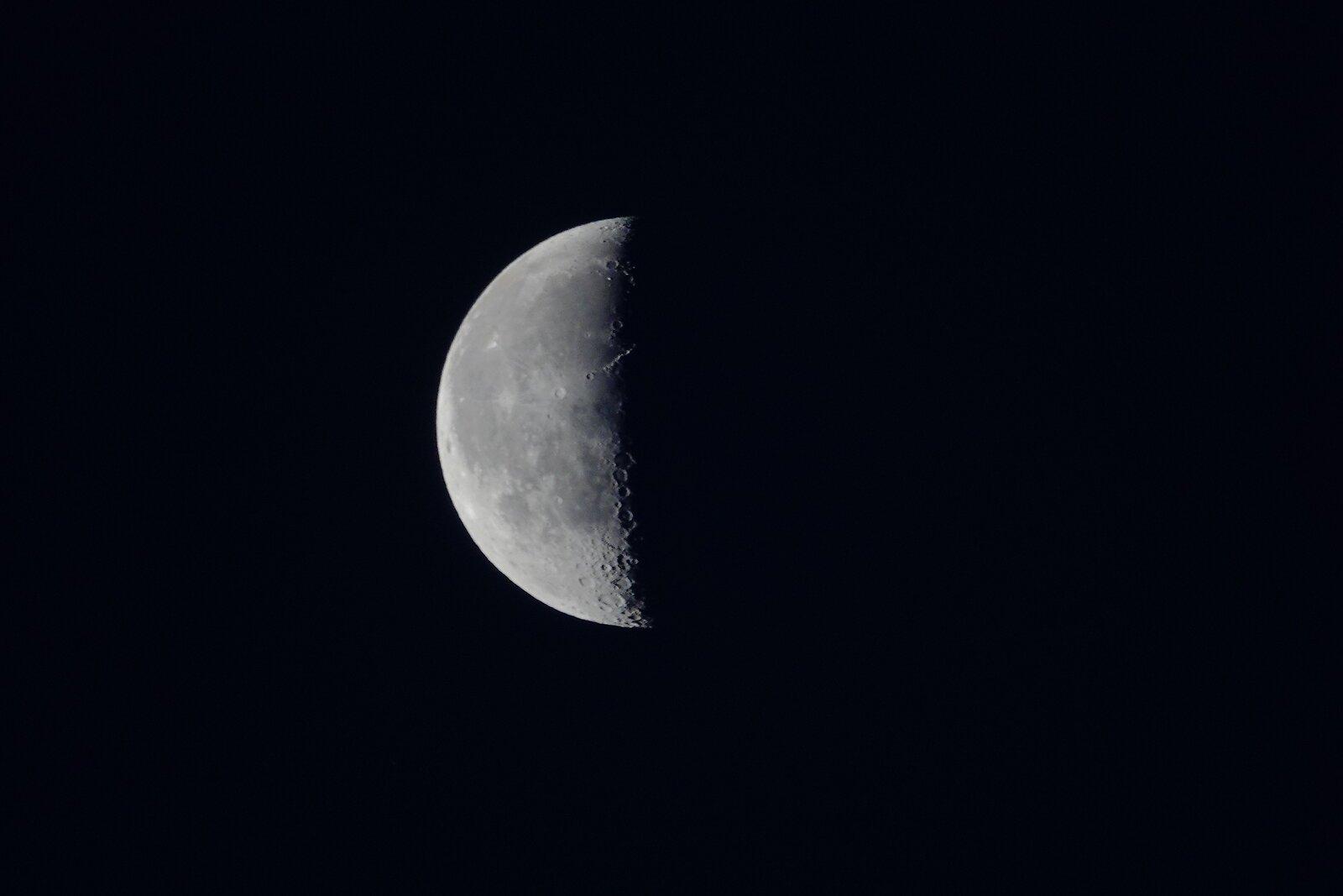 RX10 Moon 003.JPG