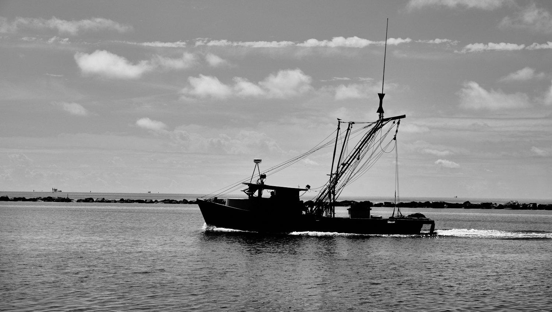 Shrimp boat bw.jpg