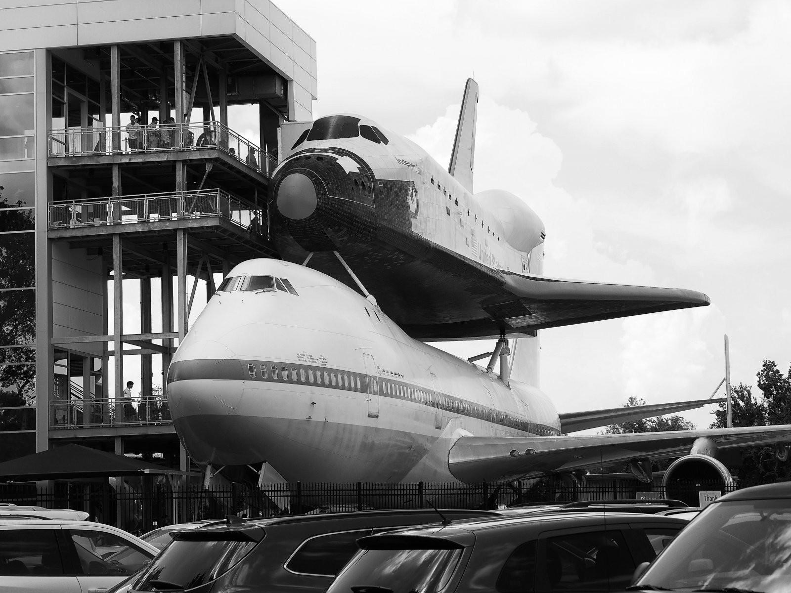 shuttle_piggyback_bw.