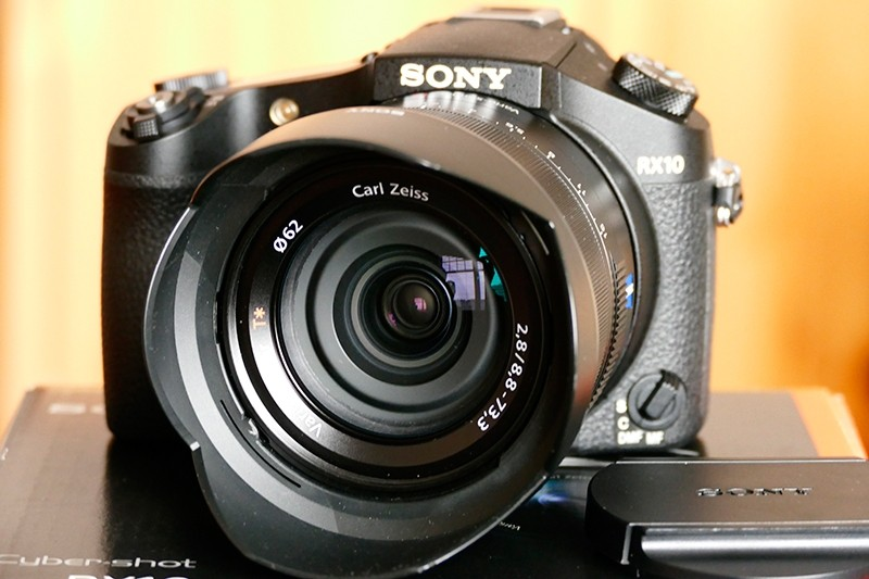 Sony-RX-10-2.jpg