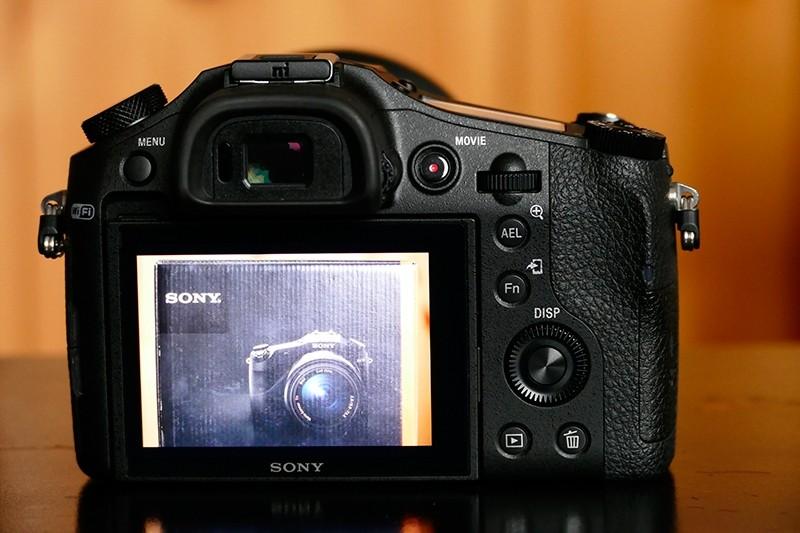 Sony-RX-10-3.jpg