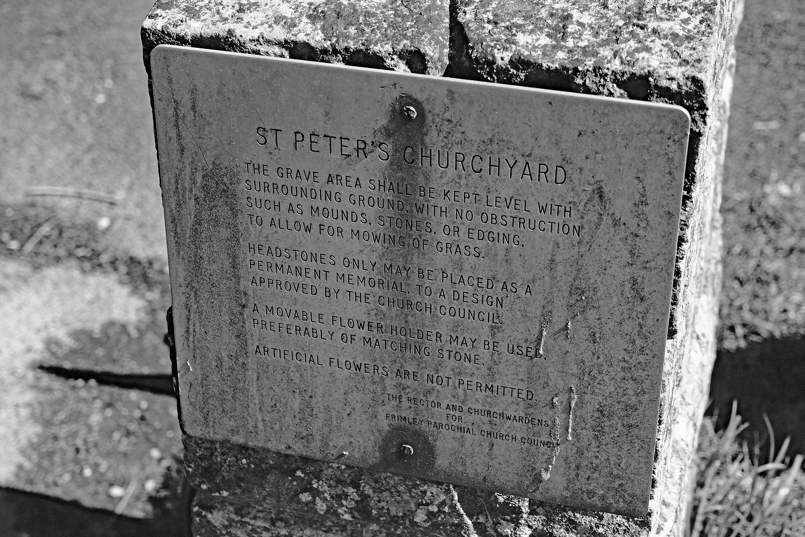 St Peters Churchyard 15-45 sign.jpg