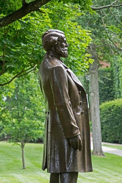 statue1-L.jpg