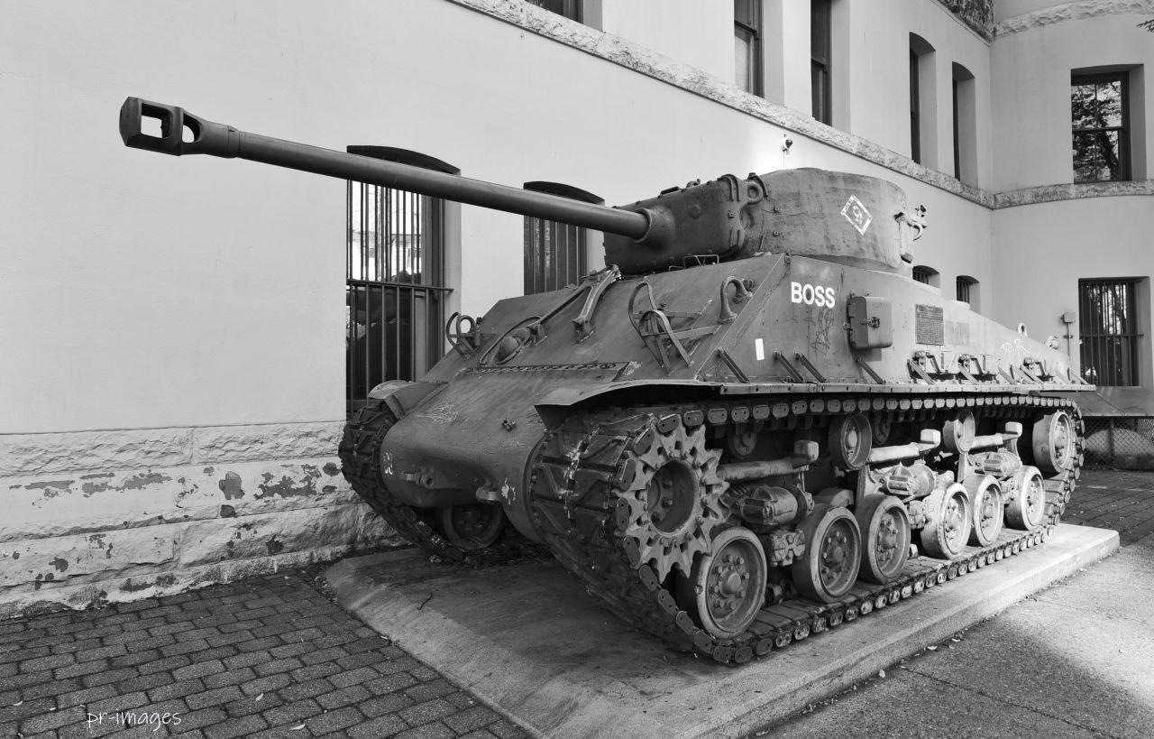 Tank Sherman (1).JPG