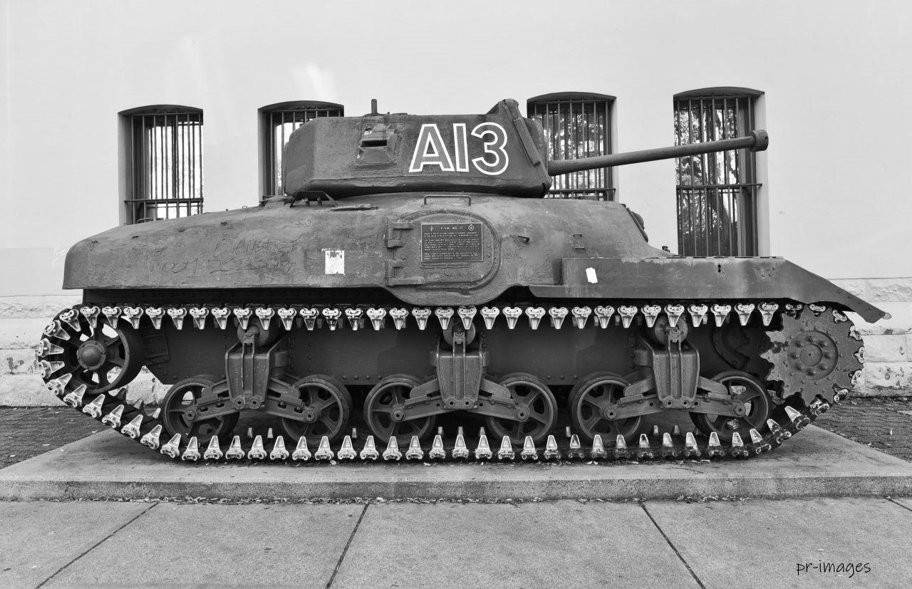 Tank Sherman (2).JPG