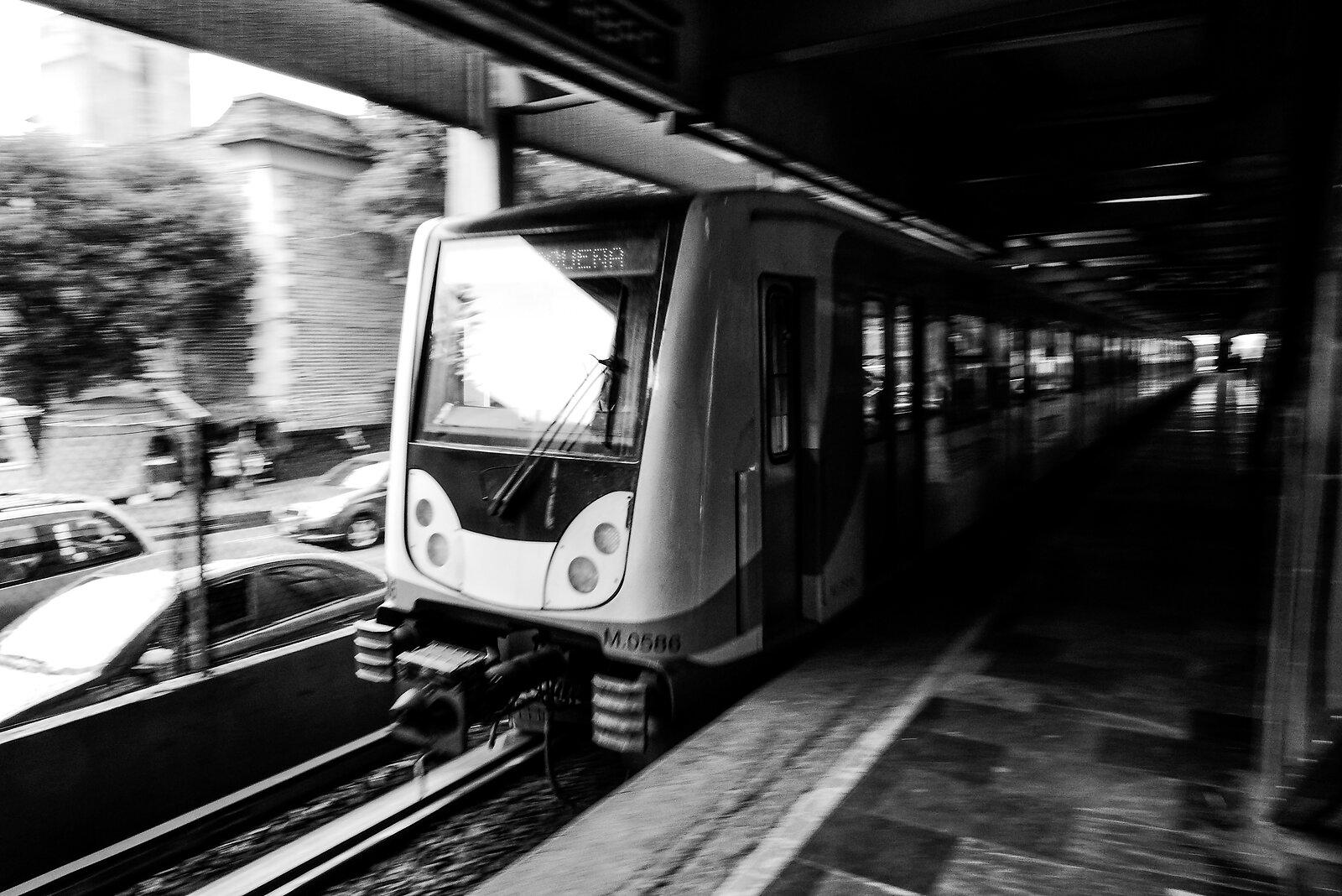 Tren de Metro-Subway Train.jpg