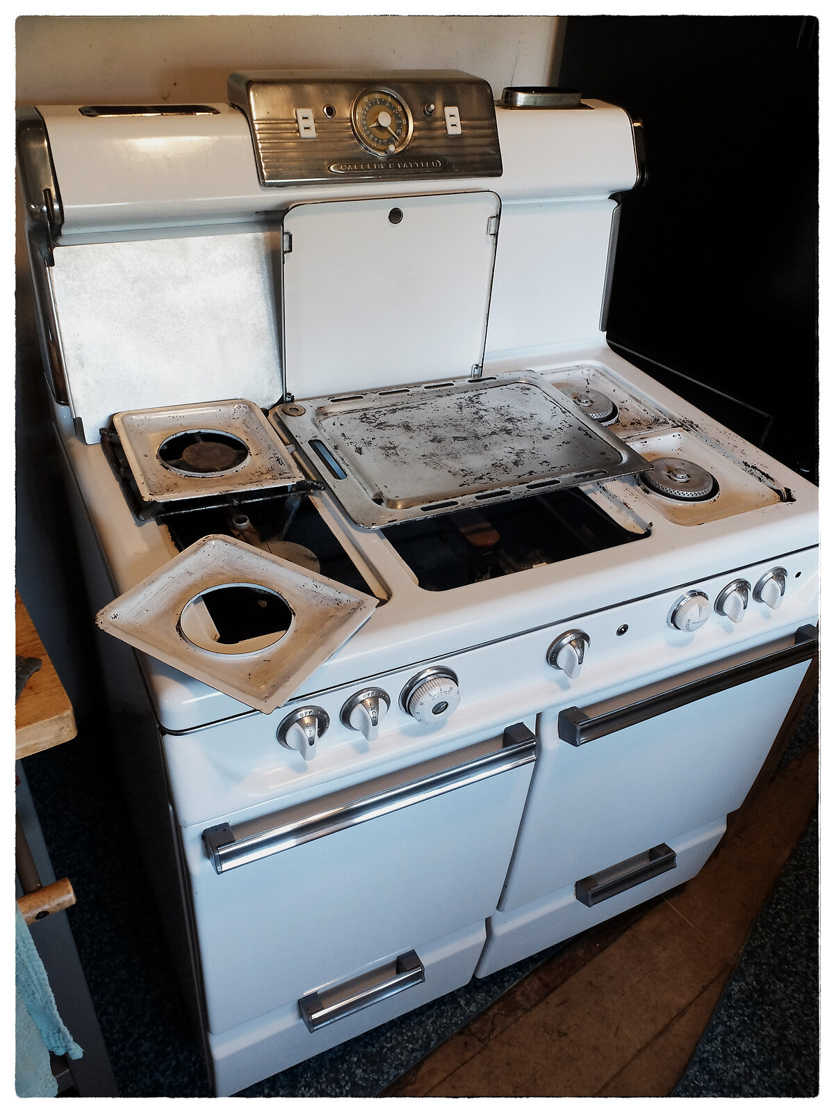 X30_July18_Stove_cleaning(ClassicChrome).jpg