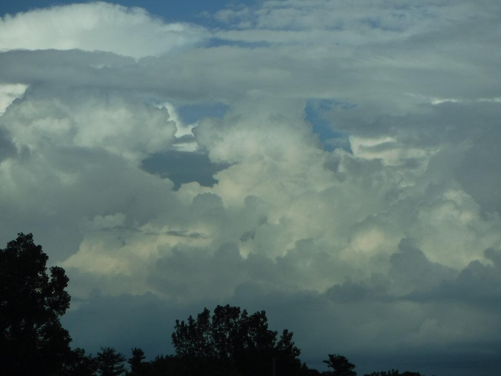 XP90 clouds 029.JPG
