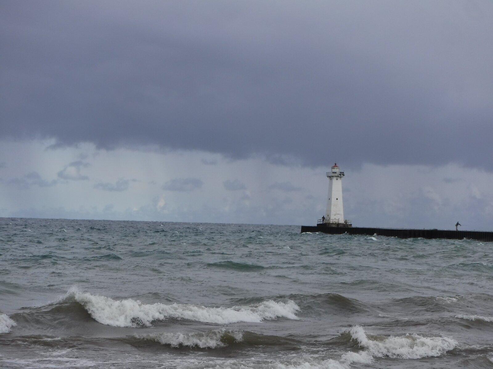 XP90 Lake Ontario lighthouse 014.JPG